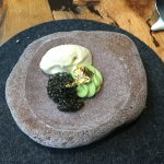 Caviar aguacate y crema quemada
